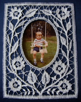 Bedfordshire Frame 2008 I.O.L.I. Convention Competition (Rockford, IL) 2nd Place - Technical Category Pattern by Jean Leader, Bedfordshire, photo of Janice's son
